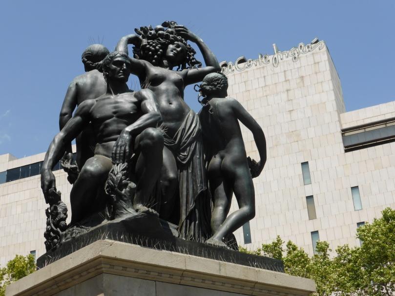 Statue in Placa Catalunya